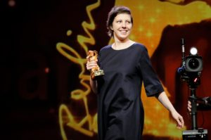 """Adina Pintilie riceve l'Orso d'oro per """"Touch Me Not"""""""