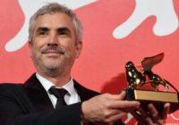 Alfonso Cuarón con il leone d'oro.